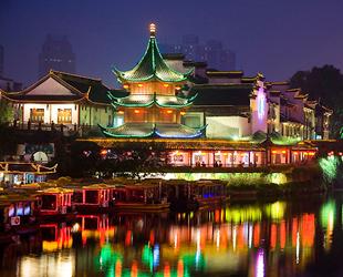 China ist aufgrund seiner ansprechenden Regelungen und guten Karrierechancen für viele Ausländer zu einem beliebten Ziel geworden. Eine aktuelle Umfrage definierte die zehn attraktivsten chinesischen Städte für Ausländer. Shanghai führt die Liste an, gefolgt von Beijing und Shenzhen.