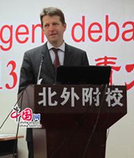 Für die ausgezeichnete Arbeit der Schüler hat Dr. Hardy Boeckle, Leiter des Kulturreferats der Deutschen Botschaft in Beijing seine Glückwünsche ausgedrückt.