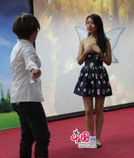 Nachdem das Team der Shanghai World Foreign Language Middle School sein Theaterstück 'Tragikomödie des Waldes' präsentiert hat, erzählte die Lehrerin sowie die Betreuerin des Teams, Frau Xu Zhuocheng zusammen mit drei 'Schauspielerinnen' China.org.cn, wie sie sich für den Wettbewerb vorbereitet haben.
