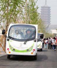 99 Elektrowagen werden für die neunte Beijinger Garten-Expo in Betrieb genommen, um die umweltschonende Idee zu verbreiten. Jeder Wagen kann auf einmal 13 Personen mitnehmen, womit täglich insgesamt 25.440 Fahrgäste befördert werden können.