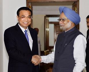 Der chinesische Ministerpräsident Li Keqiang ist gestern mit seinem indischen Amtskollegen Manomhan Singh zu Gesprächen zusammengekommen.
