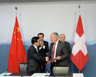 China und die Schweiz haben am vergangenen Freitag eine Vereinbarung für ein Freihandelsabkommen geschlossen. Das Abkommen soll Chinas Bekenntnis gegen Handelsprotektionismus unterstreichen. Wann es in Kraft tritt, ist jedoch nicht bekannt.