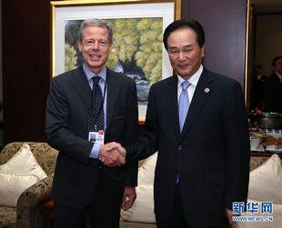 Leiter des Presseamts trifft sich mit Time Warner-CEO