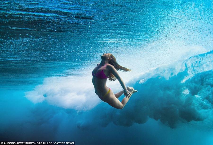 Sarah nude snorkeling 3 - 3 1