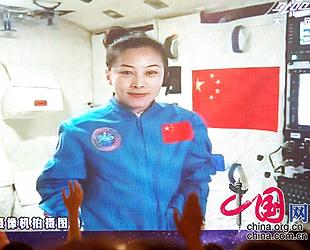 Chinesische Astronautin gibt vom Weltraum aus Unterricht