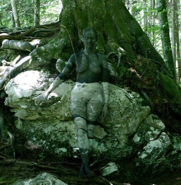 7 Amazing Houses Built Into Nature: Unglaubliche Bodypainting