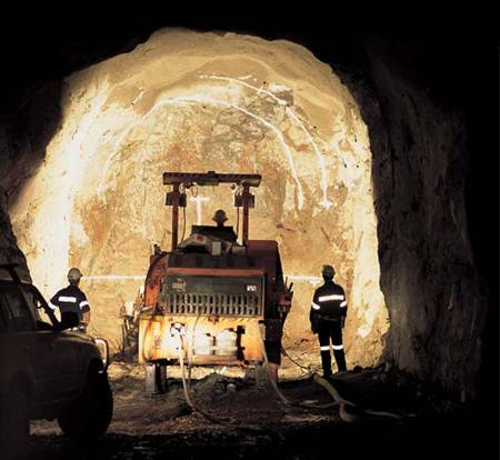 CMOC buys stake in Rio Tinto gold, copper mine