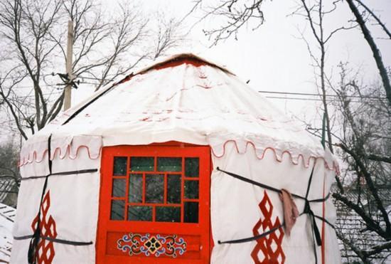 wirtschaft hohe miete m dchen baut in beijing eine mongolische jurte. Black Bedroom Furniture Sets. Home Design Ideas