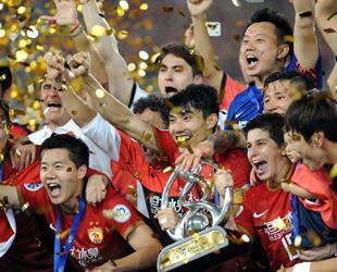 Bezogen auf den Sport war das Jahr 2013 für China kein gewöhnliches Jahr. Während Chinas Fußballnationalmannschaft die schlechteste FIFA-Platzierung aller Zeiten verzeichnete, schaffte es erstmals ein chinesisches Team, die AFC Champions League zu gewinnen.
