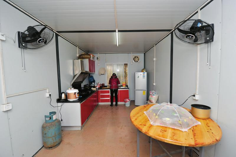 wirtschaft chengdu 8000 angestellte und wanderarbeiter wohnen in. Black Bedroom Furniture Sets. Home Design Ideas