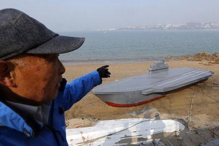 Der 80-jährige Mann Wen Yuzhu aus Qingdao hat ein Modell des Flugzeugträgers Liaoning im Verhältnis 1:25 gemacht, nachdem sein Enkel während des Frühlingsfestes vor mehr als einem Monat davon gesprochen hat.