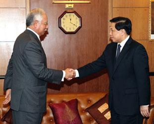 Malaysias Ministerpräsident Najib Razak ist am Mittwoch in Kuala Lumpur mit dem chinesischen Sonderbeauftragten und Vize-Außenminister Zhang Yesui zu einem Treffen zusammengekommen.