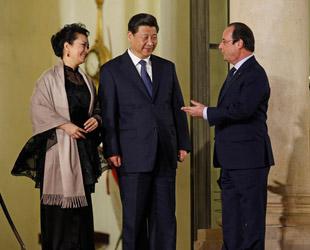 Am Mittwochabend waren Chinas Staatspräsident Xi Jinping und seine Frau Peng Liyuan vom französischen Amtskollegen Francios Hollande zum Abendessen in den Élysée-Palast geladen.