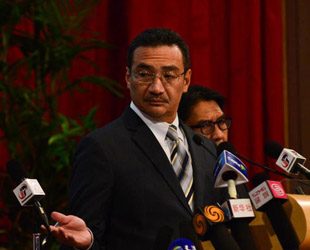Der letzte Satz, den die Flugkontrolle mit dem Cockpit des vermissten Flugs MH370 der Malaysia Airlines austauschte, wurde um 1.19 Uhr gesprochen. Er lautete: 'Good night Malaysian 370'. Dies bestätigte der malaysische Transportminister am Montag in einer Nachricht.