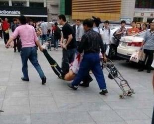 Chinas Außenamtssprecherin Hua Chunying äußerte sich am Dienstag zu einer Messerattacke im südchinesischen Guangzhou.