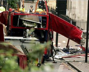 Die Terroranschläge am 7. Juli 2005 in London waren eine Serie von islamistischen Selbstmordattentaten in London auf Zivilisten, die während der morgendlichen Hauptverkehrszeit den öffentlichen Nahverkehr der Stadt nutzten.