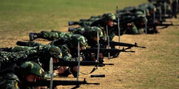 Die Volksrepublik China hat erstmals ein 'Blaubuch' zur nationalen Sicherheit vorgelegt. Als Ergebnis umfangreicher Untersuchungen und Analysen beschreibt die am Dienstag in Beijing vorgestellte Sammlung die sicherheitspolitischen Herausforderungen, vor denen China jetzt und in absehbarer Zukunft steht.