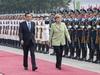 Angela Merkel ist mit einer hochrangigen Wirtschaftsdelegation nun bereits zum 7. Mal in China eingetroffen. Schwerpunkt der Reise sind die wirtschaftlichen Beziehungen beider Länder.