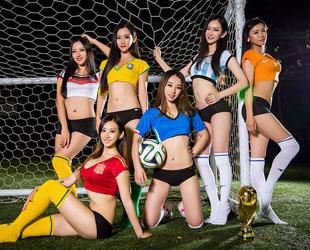 Das Finale der Fußball-Weltmeisterschaft 2014 steht vor der Tür. Die chinesischen Star-Claqueure namens ZERO haben eine Reihe von sexy Fotos gemacht, um die deutsche und die argentinische Nationalmannschaft anzufeuern.