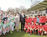 Xi Jinping besucht in Berlin chinesische Jugendfußballer