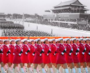 Zum 70. Jubiläum des Sieges im Zweiten Weltkrieg will das chinesische Militär eine große Parade durchführen. Zuvor hat China seit der Gründung der Volksrepublik bereits 14 Militärparaden zu den Nationalfeiertagen veranstaltet, welche die Entwicklung der Volksarmee zeigten.