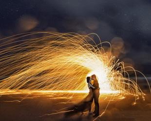 Liebe ist ein Abenteuer, daher muss man auch den Mut haben, für die Hochzeit ein bisschen Risiko einzugehen.