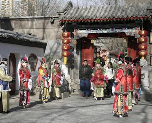 Beijing ist eine Metropole mit 20 Millionen Einwohnern und zehntausenden von Restaurants, von Nudelständen bis hin zu Michelin-Restaurants in Luxushotels; hier kann jeder sein Lieblingsessen finden.