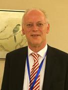 """Rudolf Scharping, Ex-Bundesverteidigungsminister, ist seit 2004 Gründer und CEO einer Beratungs- und Strategiefirma. Er kennt die chinesisch-deutschen Wirtschaftsbeziehungen seit 30 Jahren und sieht in Chinas """"Seidenstraßen-Initiative"""" und in Deutschlands """"Industrie 4.0"""" großen Raum für eine Zusammenarbeit."""