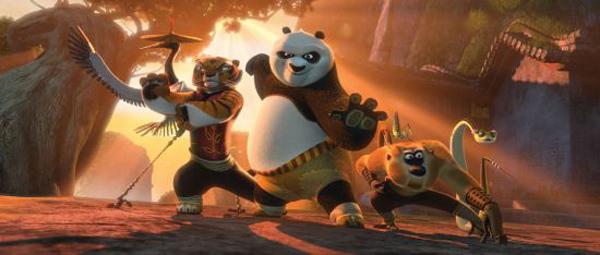 Hollywood schaut gen Osten. Chinesische Elemente, von Kampfsport und Pandas bis Cheongsams und der chinesischen Sprache, nehmen in westlichen Filmen mehr und mehr Raum ein.