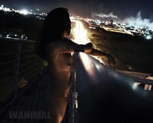 Ein Fotograf, der zuvor mit Nacktfotos aus Beijings Verbotener Stadt für Aufsehen gesorgt hatte, steht nun wieder im Rampenlicht. Dieses Mal hat er Fotos von nackten Mädchen auf einer Brücke im Südwesten Chinas veröffentlicht.