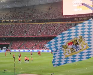"""Der FC Bayern München hat das erste Testspiel auf seiner Audi Sommer Tour 2015 im Beijinger """"Bird`s Nest"""" gegen den spanischen Verein FC Valencia mit 4:1 deutlich gewonnen. Die Unterstützung der chinesischen Fans ließ nicht zu wünschen übrig."""