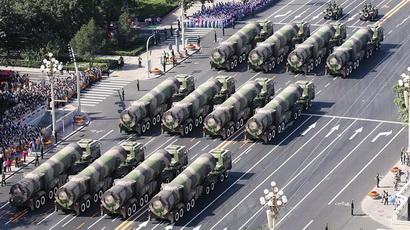Die Leitung der zweiten Artillerie der chinesischen Volksbefreiungsarmee umfasst das Kommando, die politische Abteilung, die Nachschubabteilung und die Ausrüstungsabteilung. Sie sind der Größe nach in Stützpunkten, Brigaden und Bataillone organisiert.