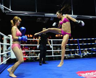 Am 7. September wurde eine Kickbox-Bar in Taiyuan, der Hauptstadt der nordwestchinesischen Provinz Shanxi, eröffnet. Für die erste Eigenwerbung wurden einige Models, eingeladen, um in Bikinis in dem Boxring zu 'kämpfen'.