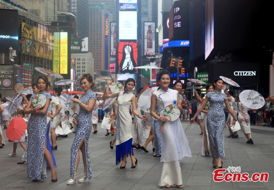 Cheongsam-Flashmob-Show in New York