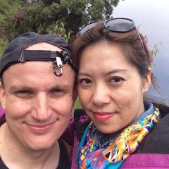 Michael Bergbauer (38) führt das, was man klassischerweise als 'Mischehe' bezeichnet. Der ge-bürtige Bayer ist seit acht Jahren mit einer Chinesin verheiratet und lebt mit ihr und der gemein-samen Tochter Selina in Beijing.