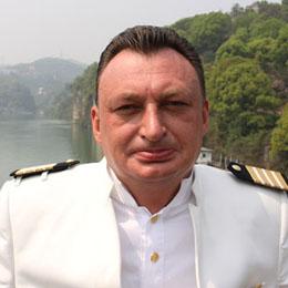 Ingo Koller ist als Vizepräsident des Kreuzfahrtunternehmens Century Cruises in Chongqing für die modernsten Flussfahrtschiffe der Welt verantwortlich.
