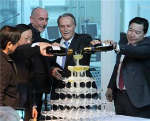 Am 29. Oktober fand die offizielle Eröffnung der neuen Veranstaltungsräume des Goethe-Instituts im Künstlerviertel 798 in Beijing statt. Ein neues Kapitel in der kulturellen Beziehung zwischen China und Deutschland wird aufgeschlagen.
