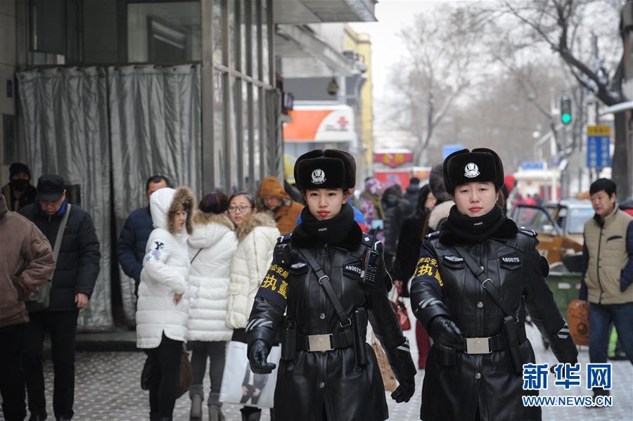 nordchina polizistinnen im dienst bei minus 30 grad. Black Bedroom Furniture Sets. Home Design Ideas