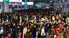 Passagierspitze vor dem Frühlingsfest am Bahnhof
