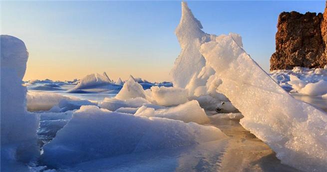 Atemberaubende Eislandschaft in der Jinzhou-Bucht