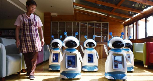 Hangzhou: Roboter dienen Senioren