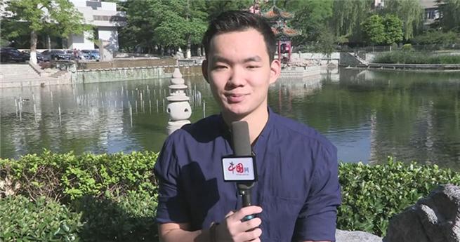 Kasachischer Student in China: sich im beschäftigen Praktikum weiterentwickeln