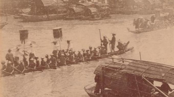 Alte Fotos: Drachenbootrennen zum Drachenbootfest in Guangzhou um 1880