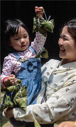 Historisches Dorf am Taihu-See begrüßt das Drachenbootfest