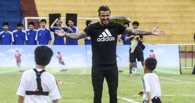 Beckham f?rdert Fu?ballsport an einer Schule in Südchina