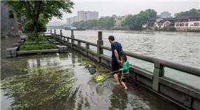 """Ostchina: Fische fangen im überschwemmten """"Paradies auf Erden"""""""