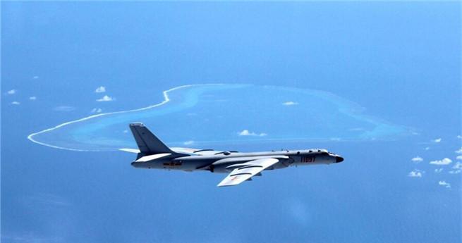 Chinesische Volksbefreiungsarmee führt Luftpatrouillen im Südchinesischen Meer durch