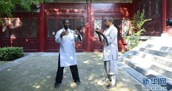Afrikaner lernen Kung-Fu im Shaolin-Tempel