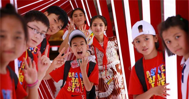 Zurückgelassene Kinder dürfen kostenlose Reise durch Beijing machen