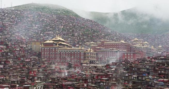 Das weltweit gr??te tibetisch-buddhistische Lehrinstitut